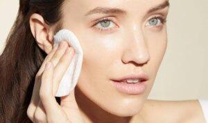 Muốn có làn da sạch mụn thì không được bỏ qua toner | Caryophy